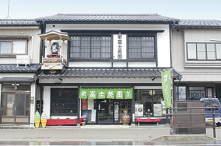 村上の街なかにある店舗