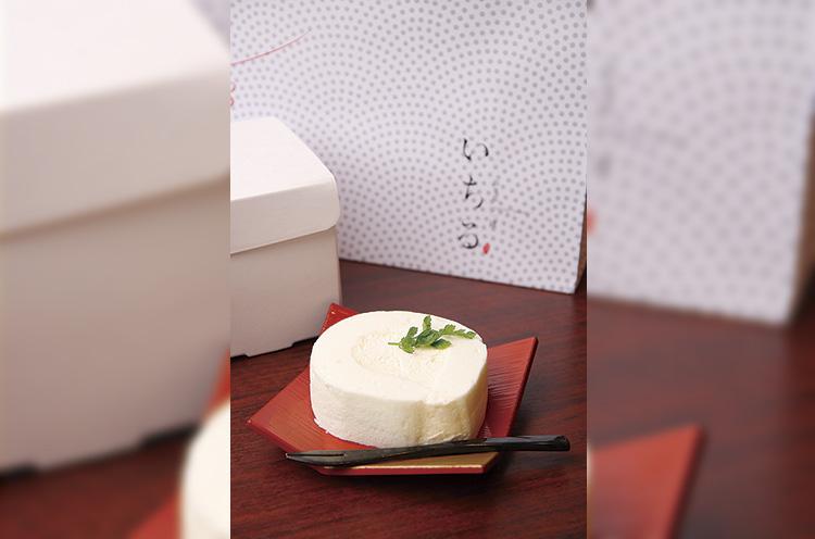 ホワイトロールケーキ 432円