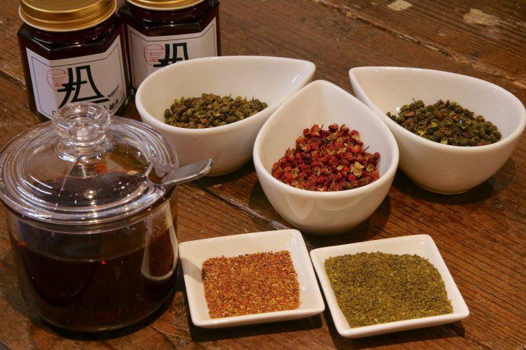 コクとうまみが際立つ自家製ラー油とさわやかな山椒がポイント