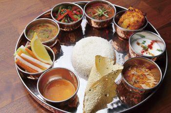 本場のシェフが本格アジア料理を提供