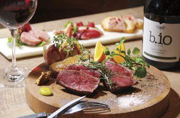 炭火で焼いた上質なお肉をワインと楽しもう
