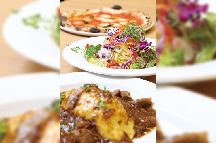 奥から『マルゲリータ』『自家製サラミと季節野菜のペペ ロンチーノ』『ふわふわオムライス』(各1,080円)