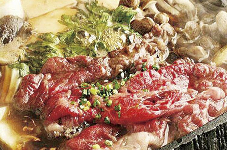 『桜鍋 〜馬肉のすき焼き』 (1,580 円+ 税。2人前より)
