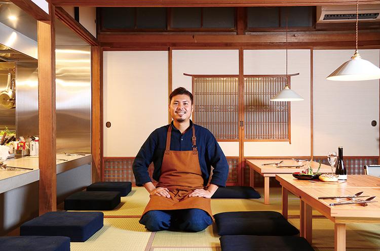 三条市出身の真保元成オーナーシェフ。新潟市で走っていたレストランバスのシェフとしても活躍。純和風のお座敷でイタリア料理を味わえる