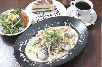 大粒の広島産牡蠣がたっぷり入った限定メニュー
