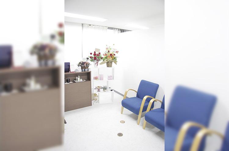 施術は すべて個室で行なう。オイルトリー トメントや美容矯正、フェイシャ ルとメニューも充実