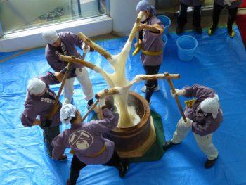 小千谷市東山地区に伝わる伝統的な餅つき