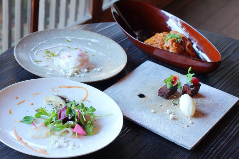 ランチの2,600円コース。季節の食材のおいしさを最大限に引き出した料理の数々が味わえます