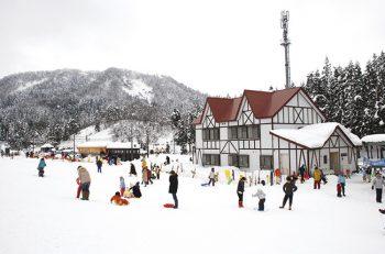 県央地区唯一のスキー場。県内最古の木造電車『モハ1』も展示もしています