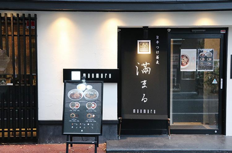 お店は、新潟駅~万代シテイ途中の小路にあります