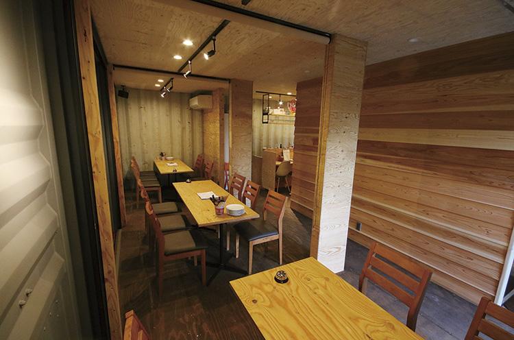 暖かい季節には、店内を開放。BBQができるスペースに大変身