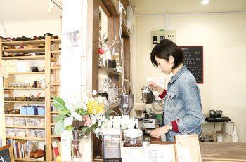 オーダー靴工房内のコーヒースタンド