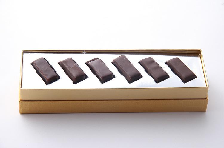 『八海山キャラメルショコラ』( 1,728円)。越後の銘酒八海山で作ったまろやかなキャラメルをチョコレートでコーティング