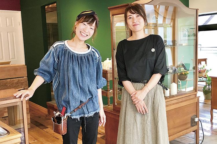 「定期的に苔玉作りなどのワークショップを行なっているので興味がある方は声を掛けてくださいね」と本間さん(左)と アシスタントの石井さん(右)