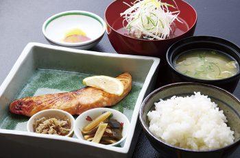 割烹の本格和食をランチでお気軽に。800円からいただけます。