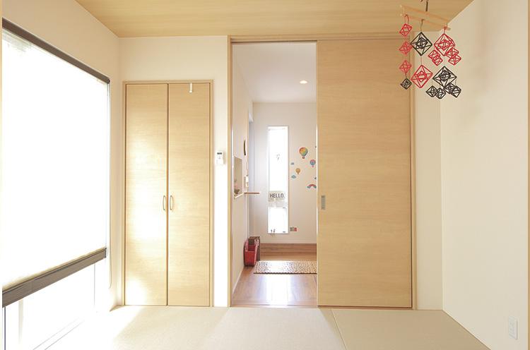 和室には玄関ホールから直接アクセスできる
