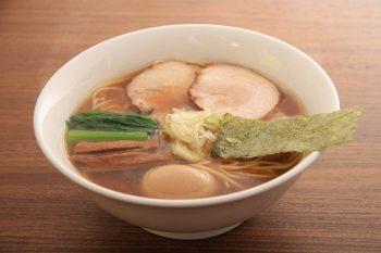 店長渾身の自家製麺と特製スープを堪能あれ