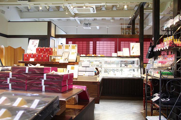 ご覧の通り、和モダンな店内です。ギフト商品もいっぱい!