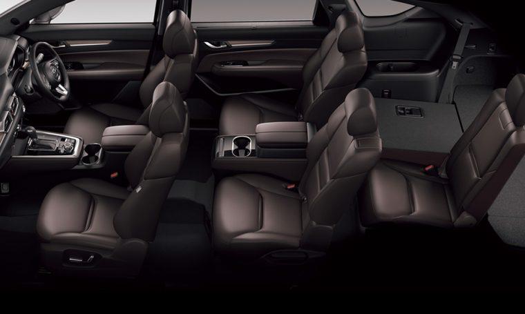 ↑『XD』『XD PROACTIV』は、6人乗りと7人乗りから選べ、どこの座席でも上質な使いやすさを体感できる。シートアレンジも多彩なうえ、ディープレッドとピュアホワイトのシート色を選べるのも特徴だ。