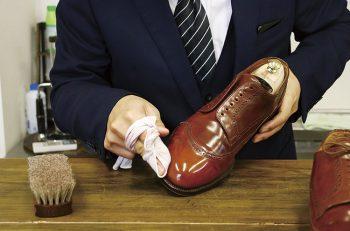大切な靴と長く付き合いたい人へ。靴磨きの専門店です!