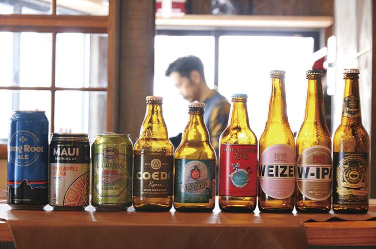 クラフトビールは瓶や缶のまま提供(600 円〜)