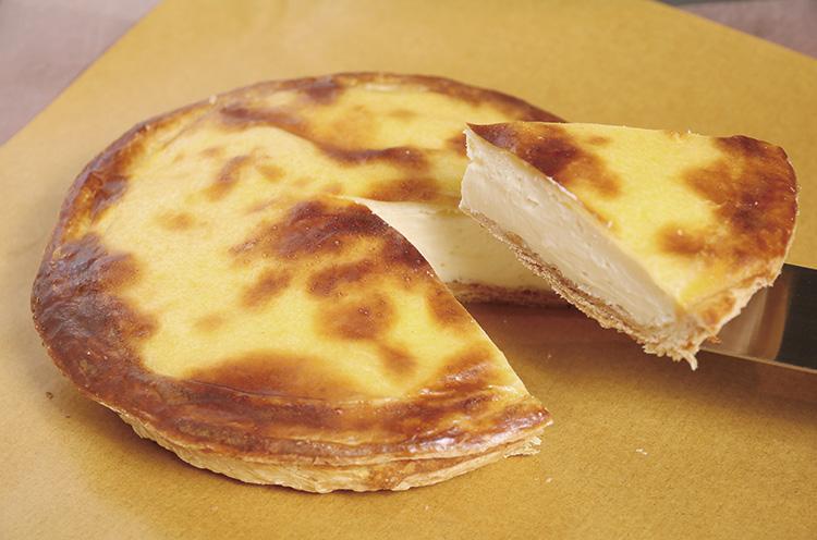 全国から注文が来るという、大人気の『チーズベーク』