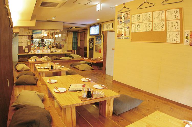 店内に流れるBGMはもちろん沖縄民謡。束の間ではあるが、常夏の沖縄に行った気分に浸れるお店で