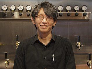 「地元にこだわった料理とお酒をとことん味わってください」と店長の杉本さん