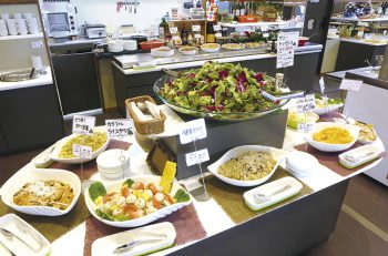"""【県内道の駅の""""名物うまいもの""""】「パティオにいがた」で季節の新鮮野菜を好きなだけ食べよう!"""