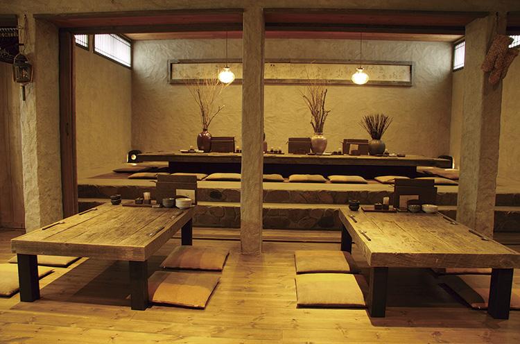 2階奥にある大広間は掘りごたつ式で、15名から貸切可能。 2階全面で最大45名の宴会が可能