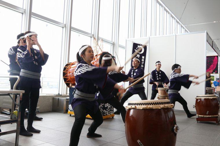 ドンドコドンドコ、太鼓の音が戦闘意欲を駆り立てます!