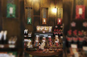 味噌、漬け物の老舗にレトロな売店ができました