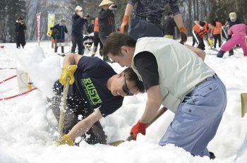 「雪を掘るだけ」ですが、かなり盛り上がります!!