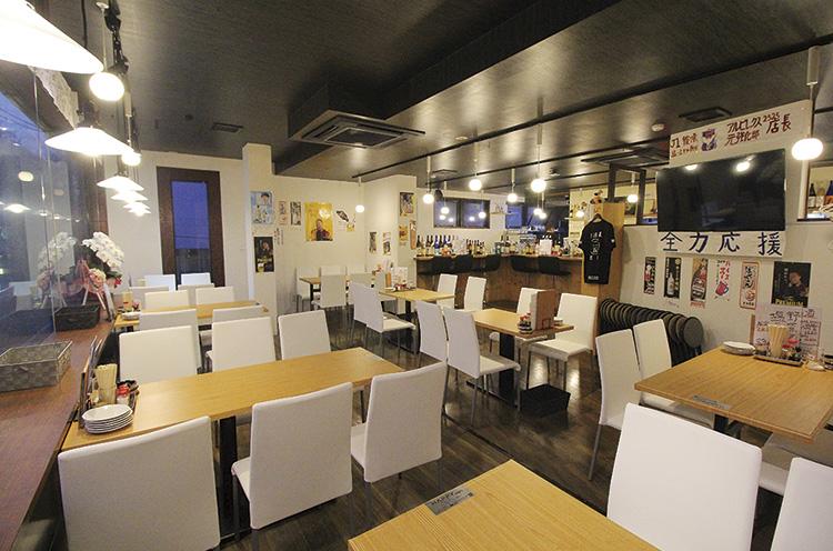 お店の場所は新潟市、けやき通り沿いに面したビルの2階です