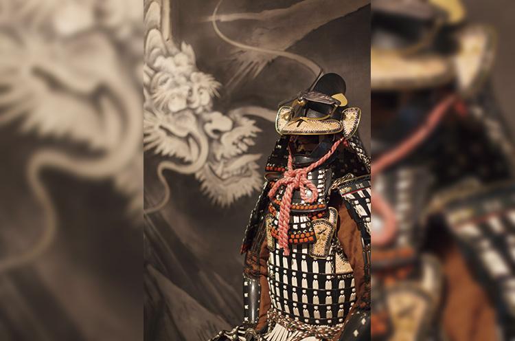 館内には上杉謙信公、上杉景勝公、直江兼 続公などの甲冑を展示している