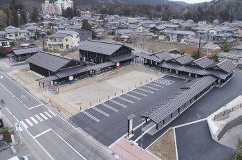 弥彦に新名所『おもてなし広場』誕生。農産物直売所、うどん屋さん、足湯、弥彦芸妓が運営する喫茶店も。
