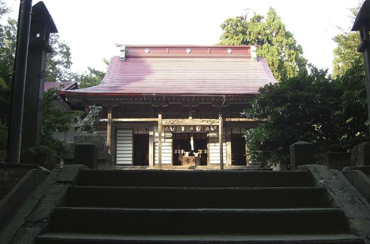 春日山の名前の由来となった神社