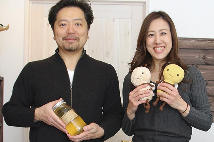 代表の近藤さん(左)と、はちみつアドバイザーの青池さん(右)