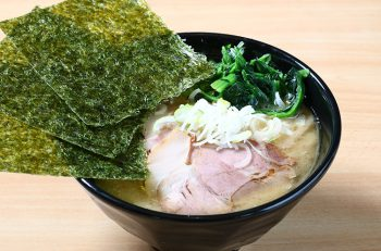 コシヒカリ米粉麺を使った特製家系ラーメンがウリのラーメン店