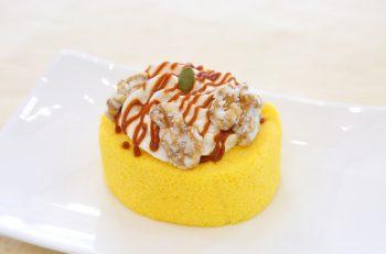 カボチャのやさしい甘さとさわやかなイエローが印象的なロールケーキ
