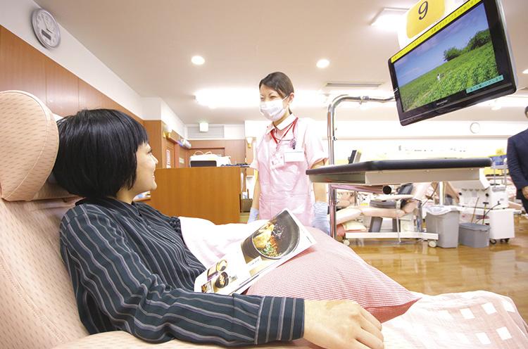 看護師さんがリラックスさせてくれるので、初めて献血する人も安心ですよ