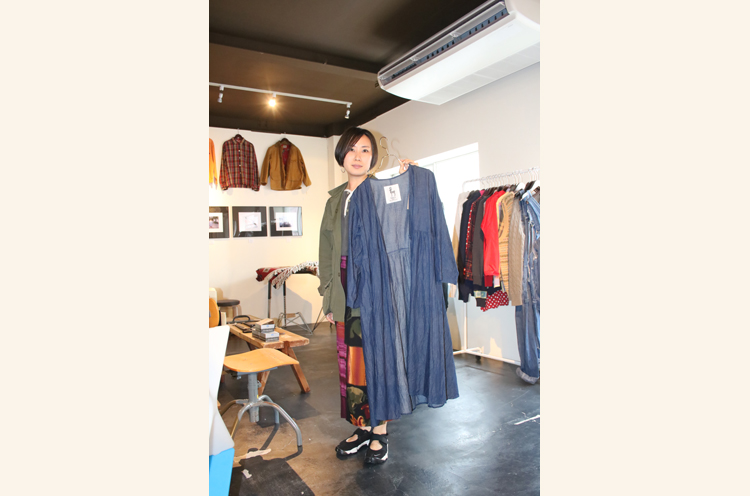 店主オススメの「fabric」ワンピース (16,200 円)。新品アイテムもあり