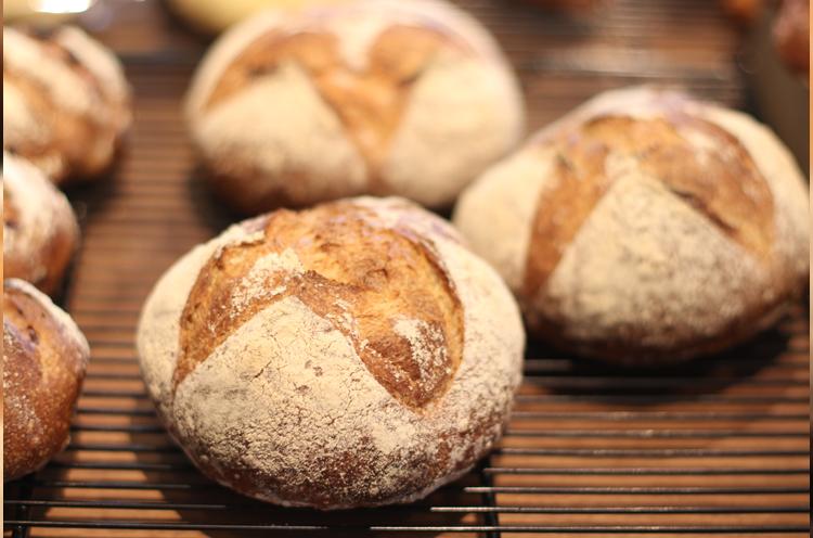 店名の由来となったパン『カンパーニュ』
