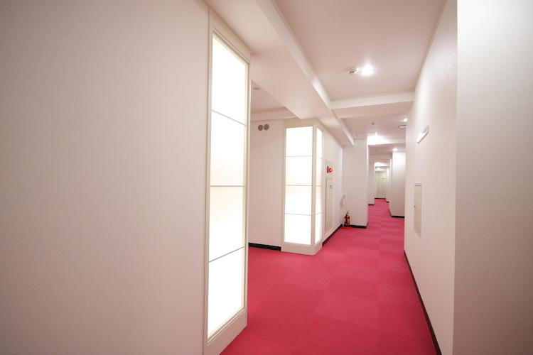 さて、充実の共用スペースを一通りご紹介したところで、お部屋の紹介といきましょう