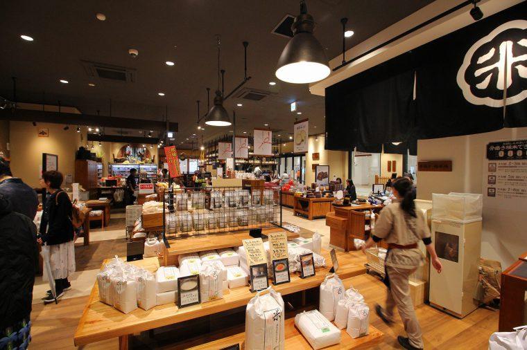米と酒を中心に新潟ならではの商品を販売する「ぽんしゅ館コンプレックス』