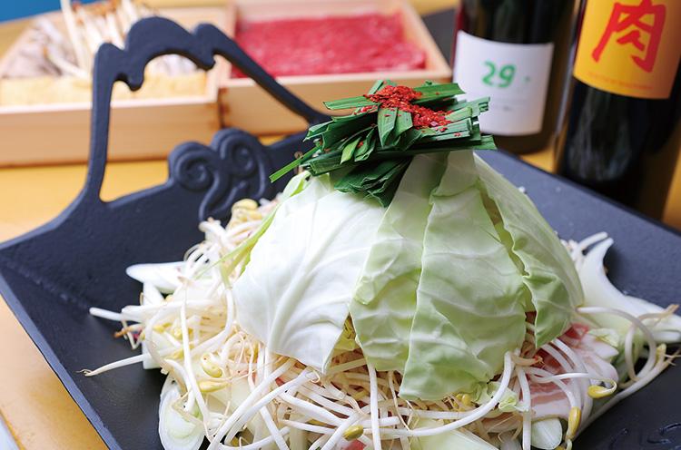 コニクヤマの名物『赤身辛辛鍋』(1人前3,000円)。前日までに要予約