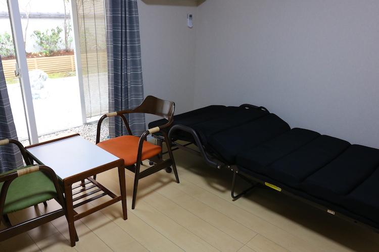 一般的な居室にも、ベッドが標準装備。あとは「お布団」があれば明日からでも暮らせます。