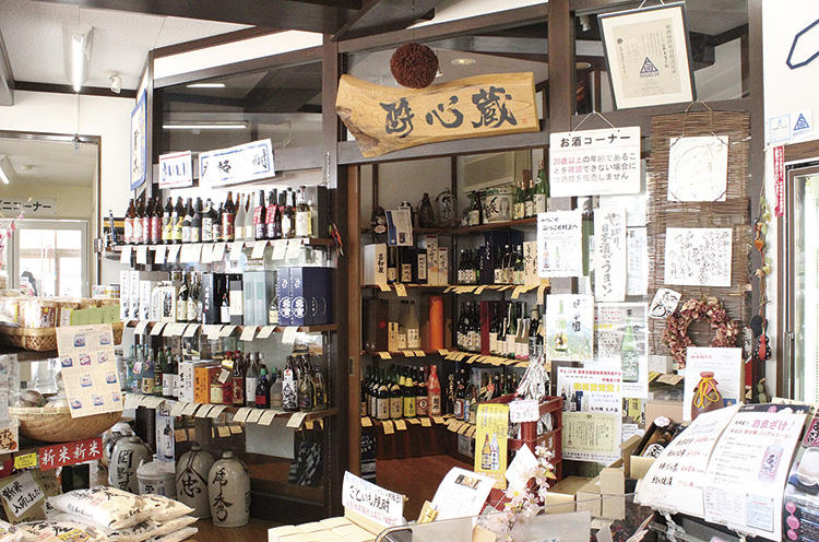 県内の日本酒を豊富に揃えている