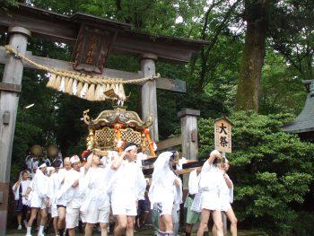 【加茂市】全国的にも珍しい。六角形の神輿が繰り出す『上条まつり』
