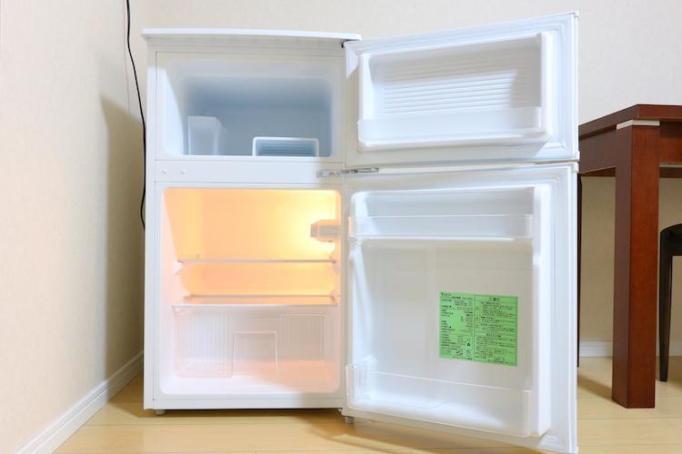 超自炊派でもなければ、ひとり暮らしには充分な大きさ。共用キッチンに大型冷蔵庫もありますし。